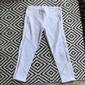 Alo Yoga white Continuity crops size Medium